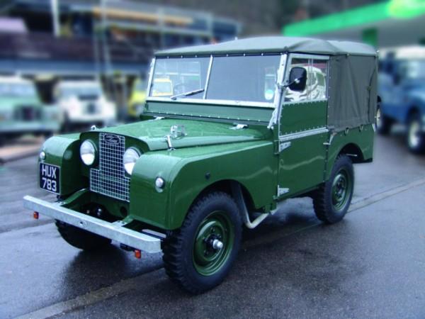 Land Rover 80 mit geschlossenem Softtop