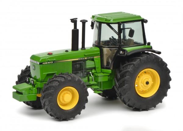 John Deere 4850. grün
