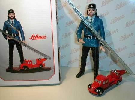Feuerwehrmann mit Magirus Feuerwehr