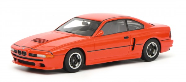 BMW M8, rot
