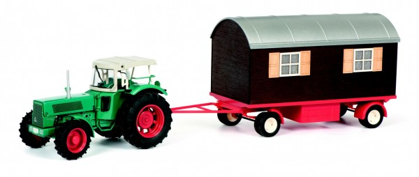 Hanomag Robust mit Schaustellerwagen