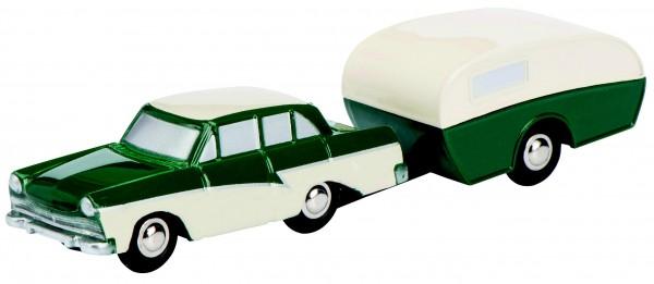 Ford 17 M mit Wohnwagen